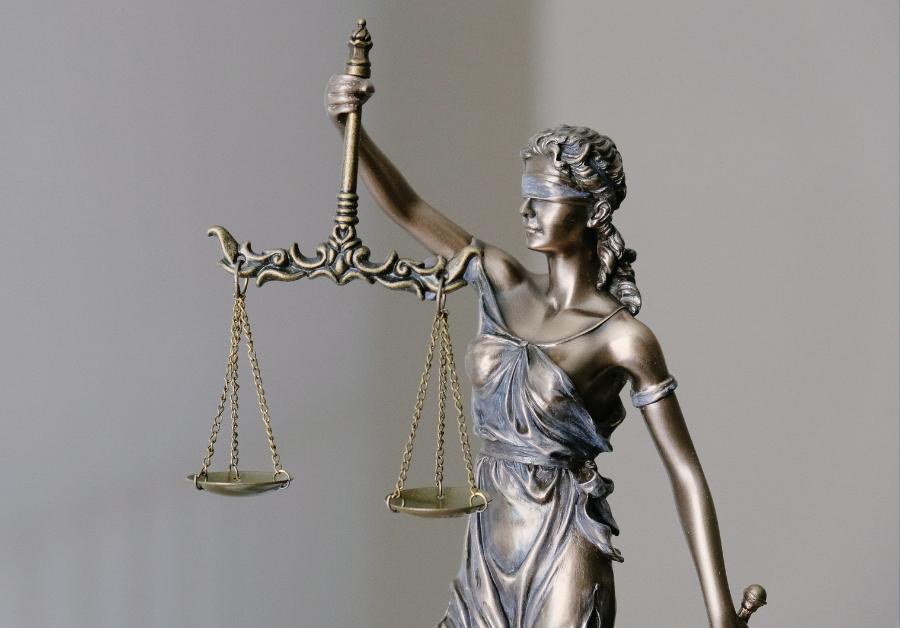 Legal balance statue